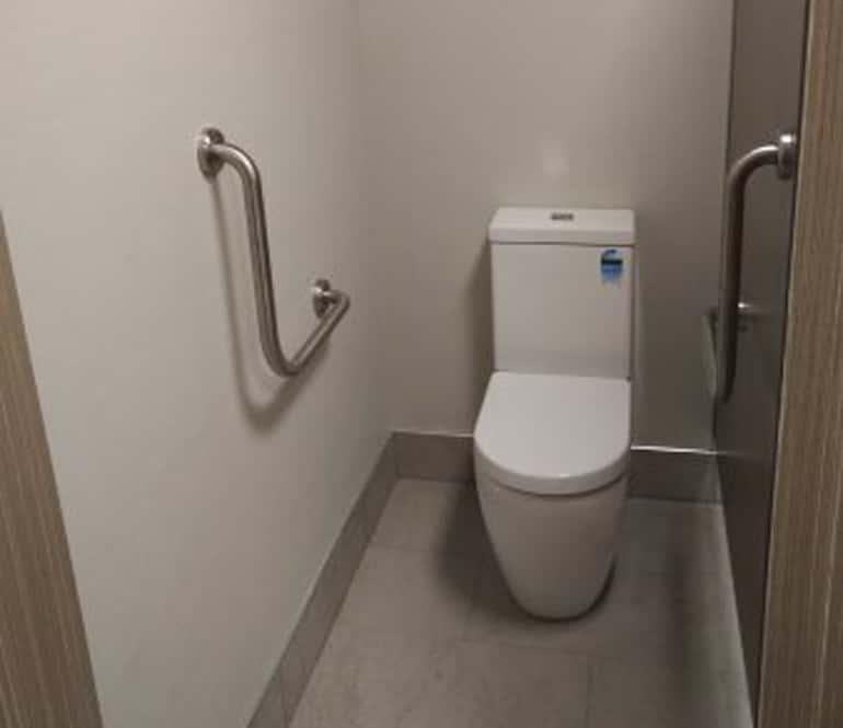 Hotel Jen Toilet Readz